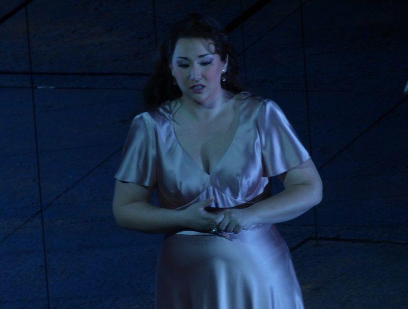 Jennifer Rowley (Leonora)