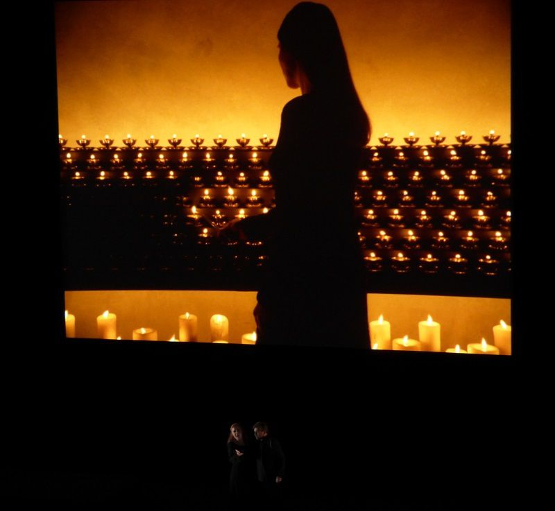 Martina Serafin (Isolde) et Andreas Schager (Tristan) - Vidéo Bill Viola Acte II - Lamp Lighting