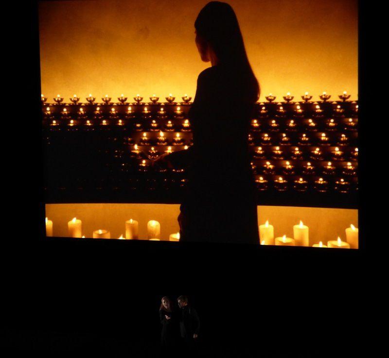 Martina Serafin (Isolde) et Andreas Schager (Tristan) - Vidéo Bill Viola Acte II - Lamp Lighting