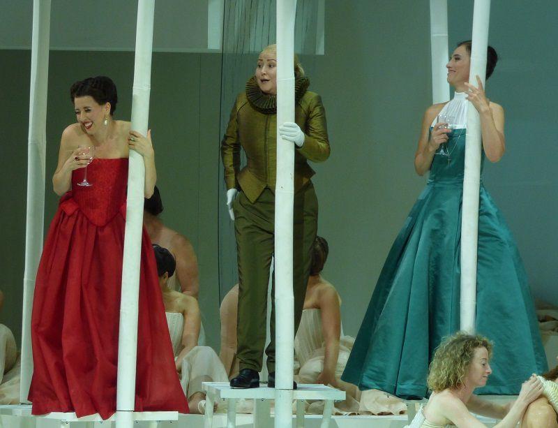 Lisette Oropesa (Marguerite de Valois), Karine Deshayes (Urbain) et Ermonela Jaho (Valentine)