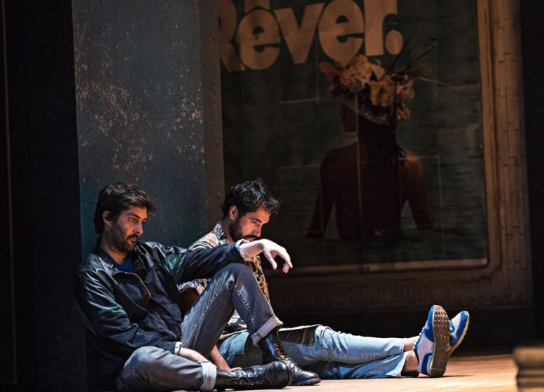 Julien Honoré (Jean-Luc Lagarce) et Harrison Arévalo (Cyril Collard) - Photo : Théâtre de l'Odéon