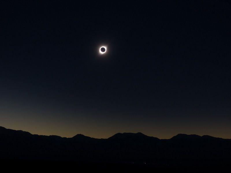 Panoramique de l'éclipse sur les Andes- 17h41 - DMC-FZ72 - F/5.6 - 1/6 s - Focale 14 mm - Iso 100