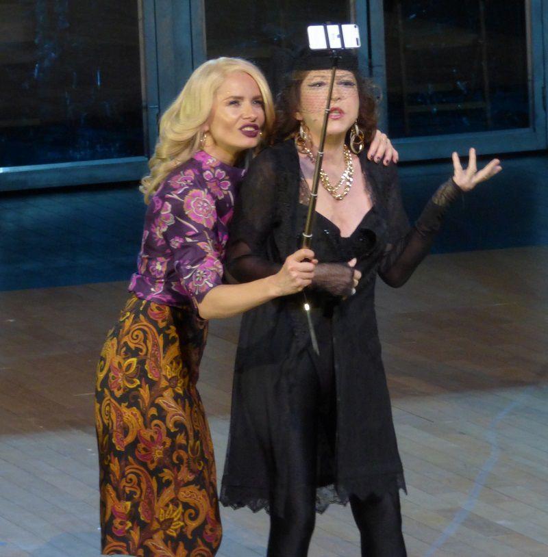 Magdalena Cielecka (Angela Hopkins) et Monika Niemczyk (Tsilla Hoffsteter)