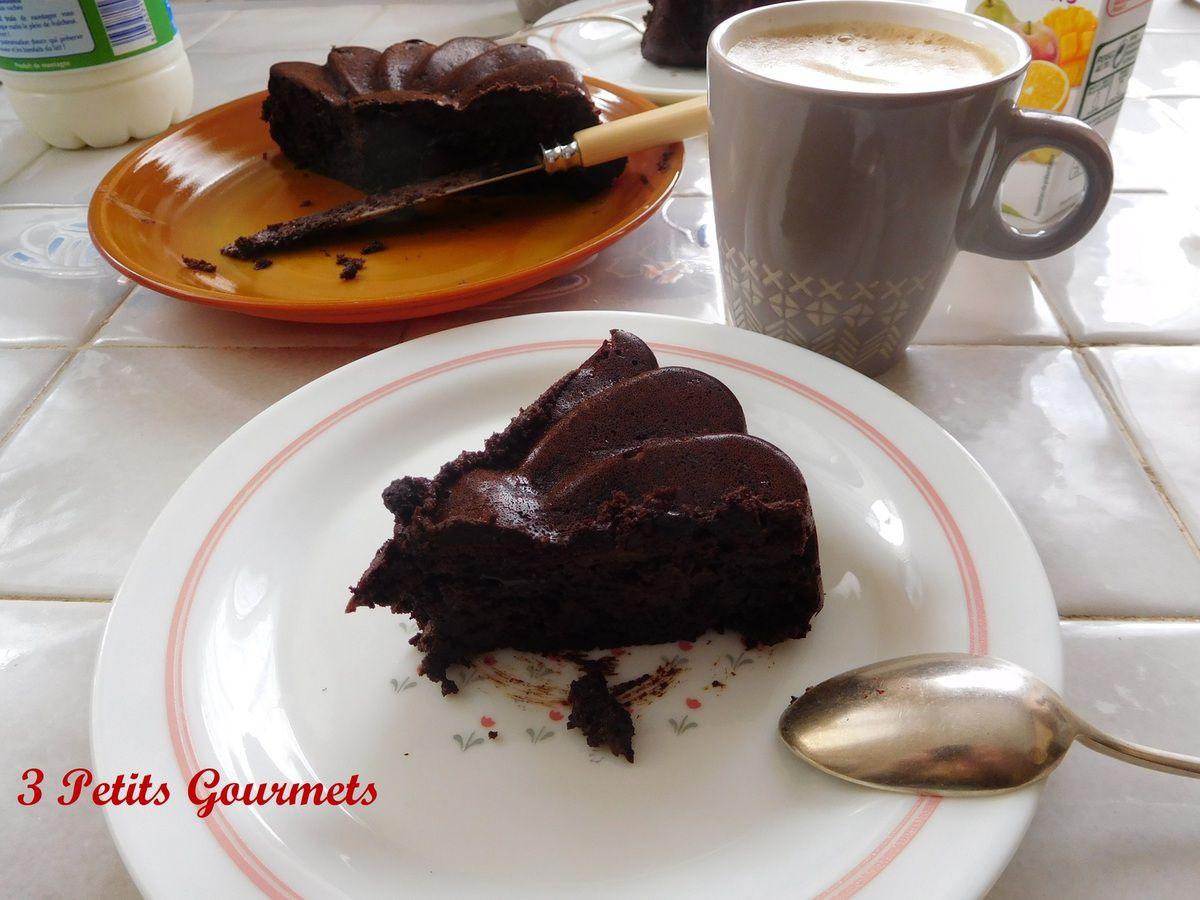 Un délicieux fondant au chocolat sans beurre, sans sucre et sans farine