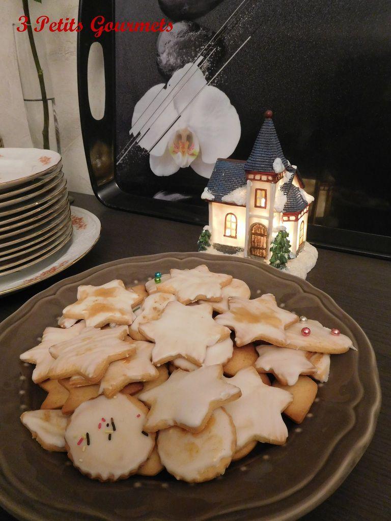 BIscuits de Noël glacés. Des biscuits anisés pour patienter en attendant le père Noël