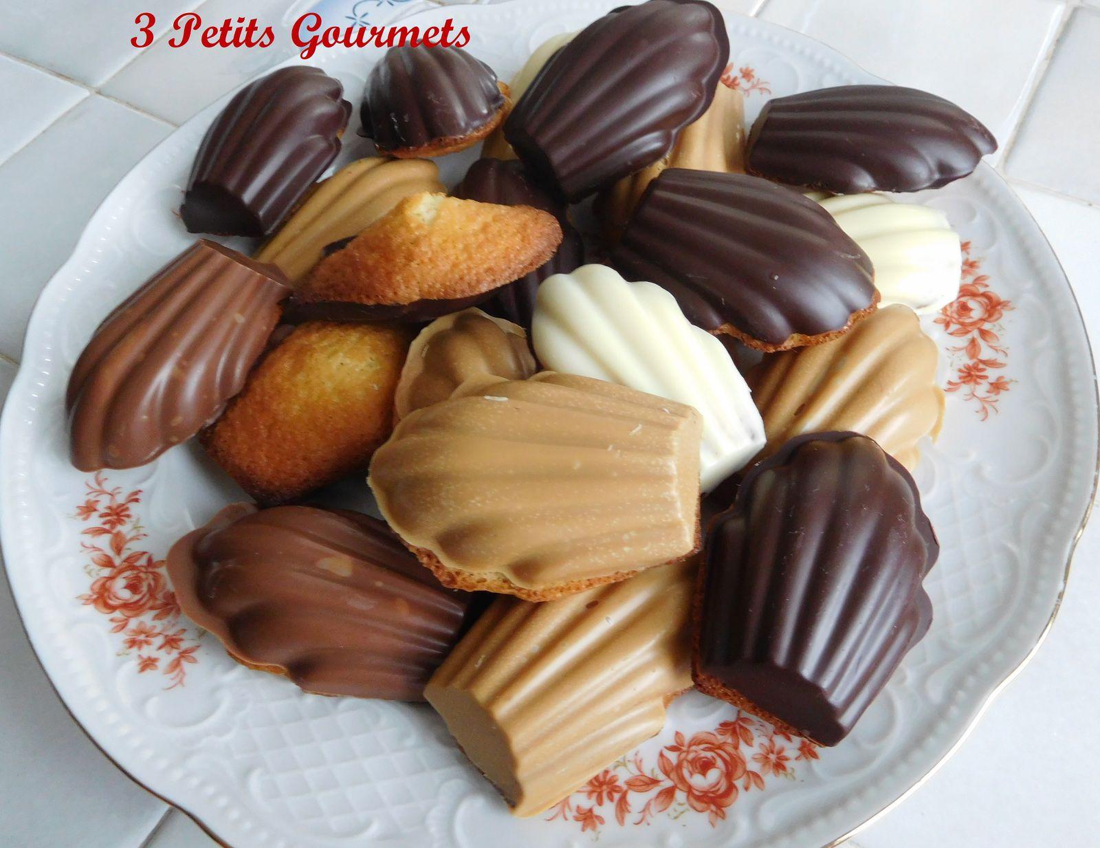 Des madeleines dans une jolie coque en chocolat.