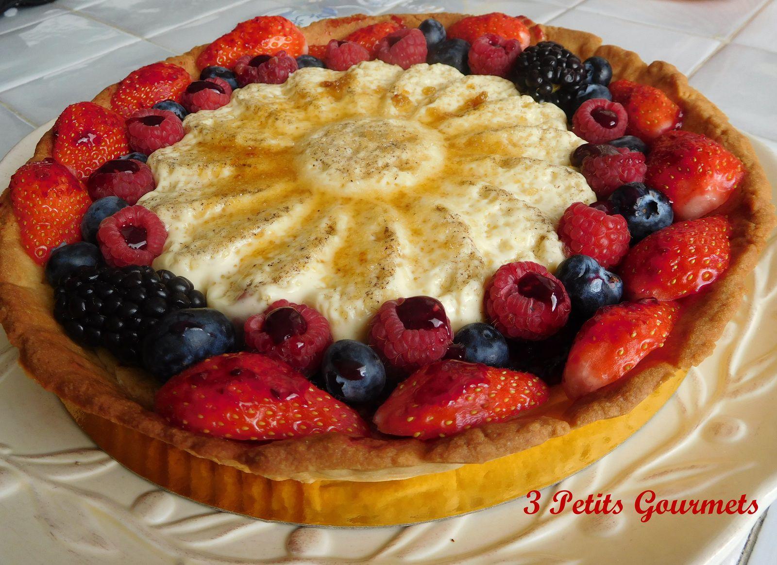 Crème brûlée et fruits rouges pour cette superbe tarte