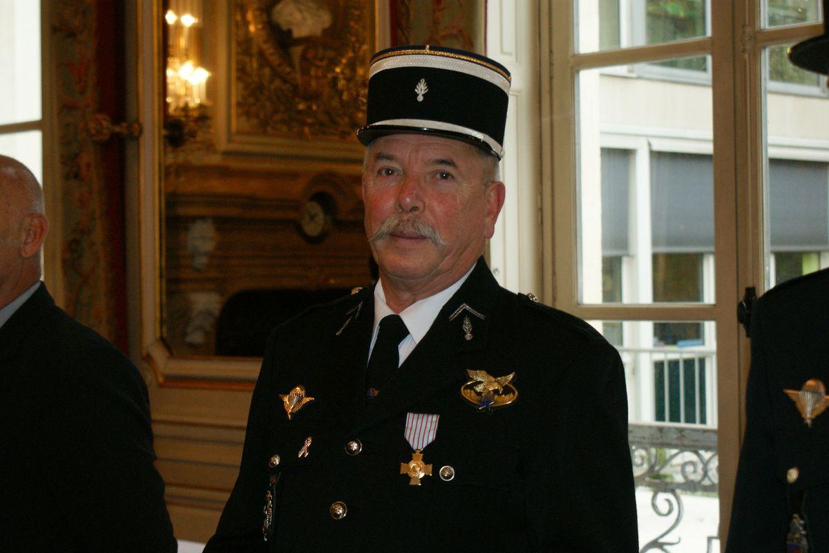 Gilles DALLAPORTA décoré de la croix du combattant