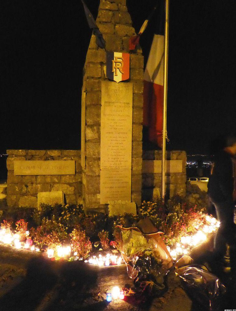 Minute de recueillement lundi 16 novembre devant le monument aux morts de Biviers