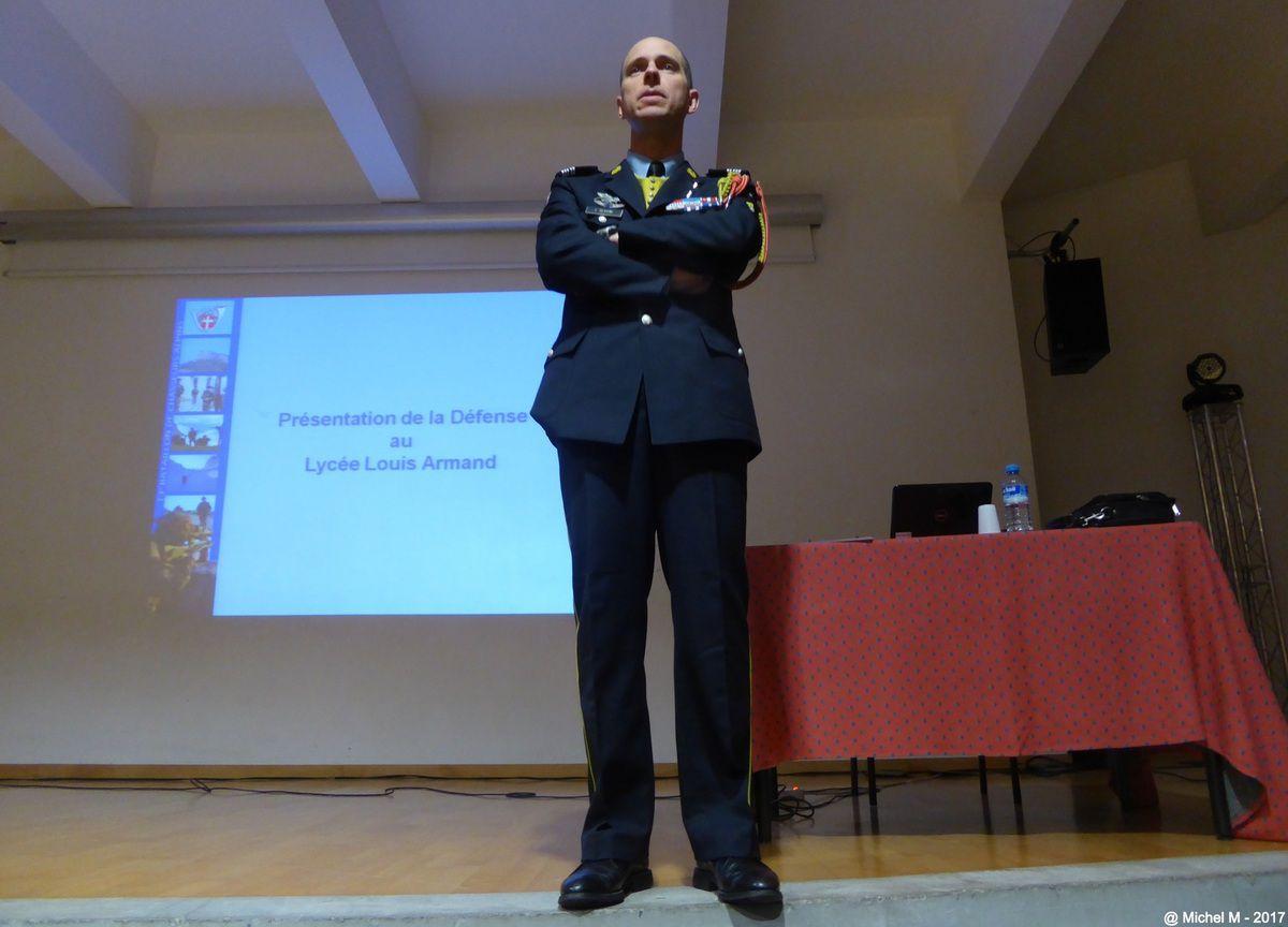 Rencontre entre le Chef de Corps du 13e BCA et les personnels (enseignant, technique..) au lycée Louis ARmand ( Chambery)