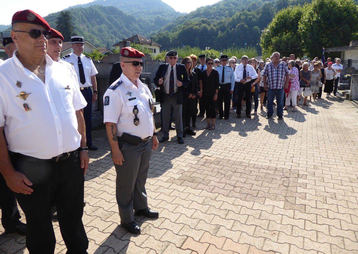 Cérémonie en hommage à l'Adjudant Chef de Parachutistes Bernard Cerantola à Froges