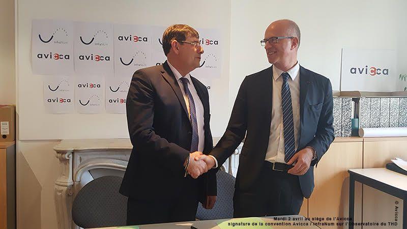 Signature de la convention Avicca / InfraNum sur l'Observatoire du THD - Patrick Chaize (gauche) - Etienne Dugas (droite)