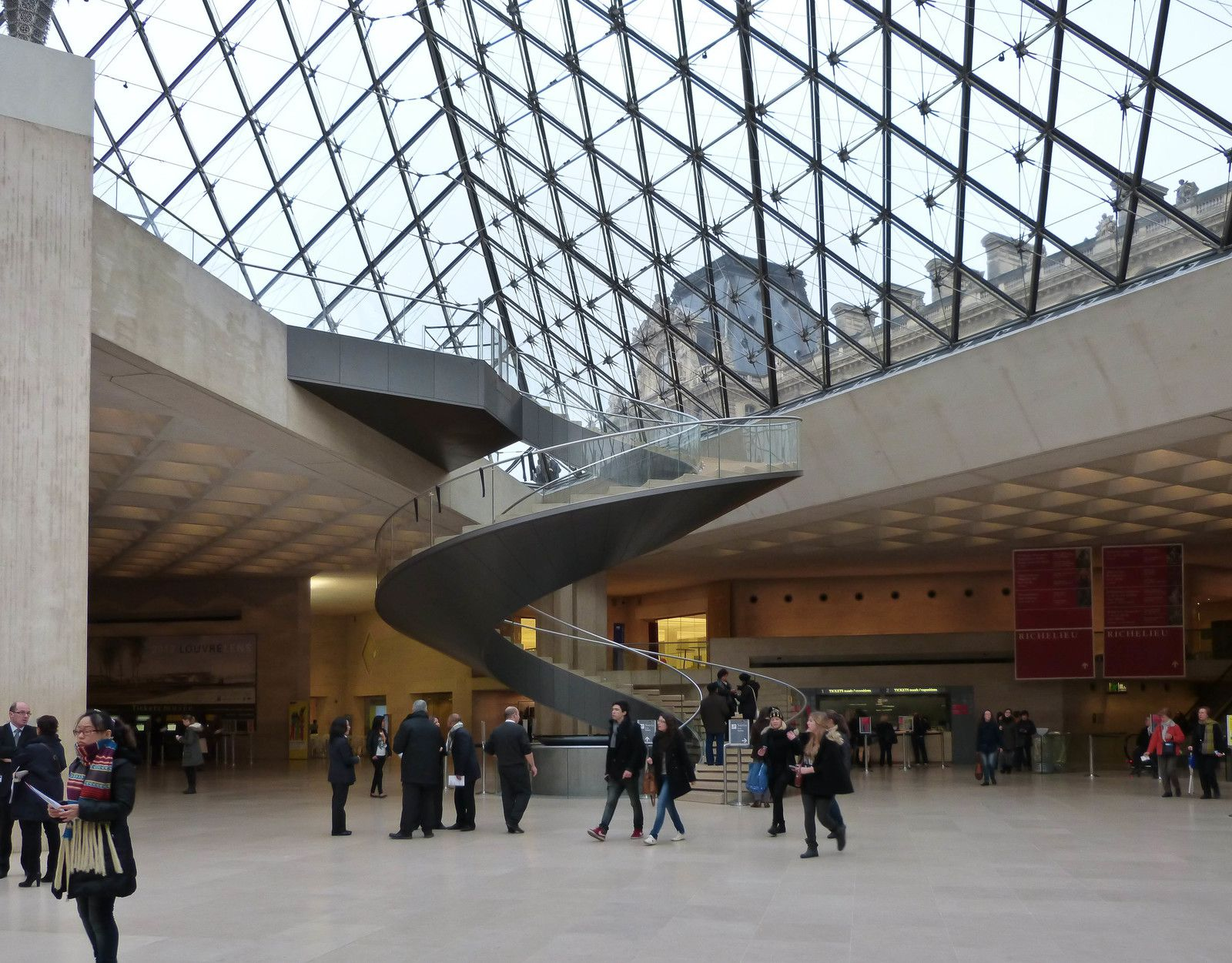 Devinette du samedi 18 avril 2020 - Suite - La pyramide du Louvre