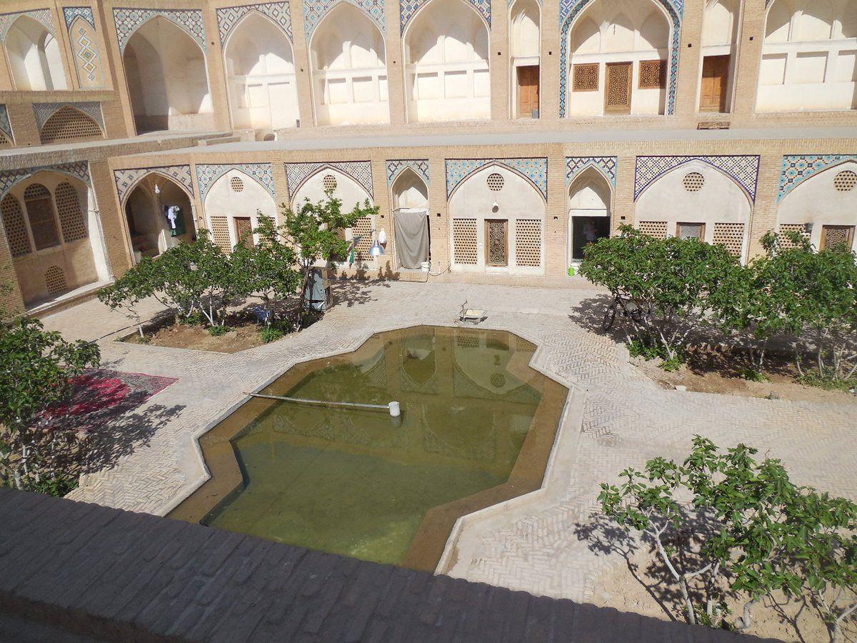 La mosquée et la madrasa