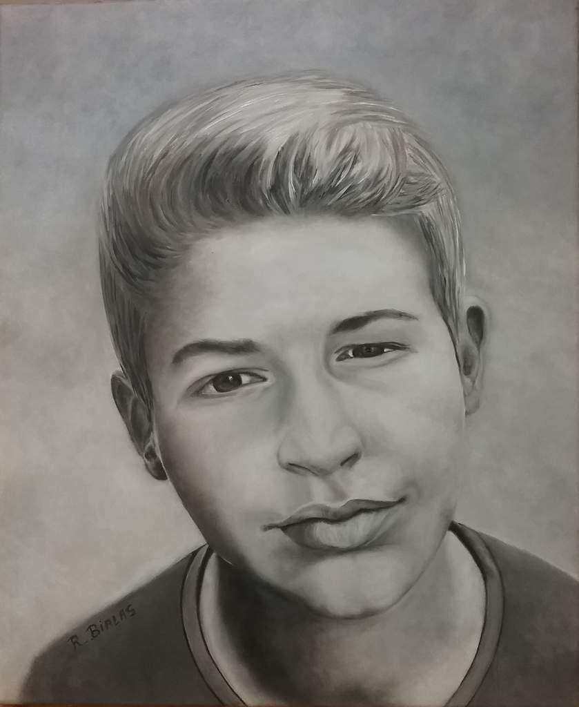 Un beau portrait réalisé par Régine. A l'huile couleur sépia. Ce beau jeune homme fait partie de la famille !! Bravo Régine, superbement bien réussi ! Pas facile le portrait mais le résultat est là !!!