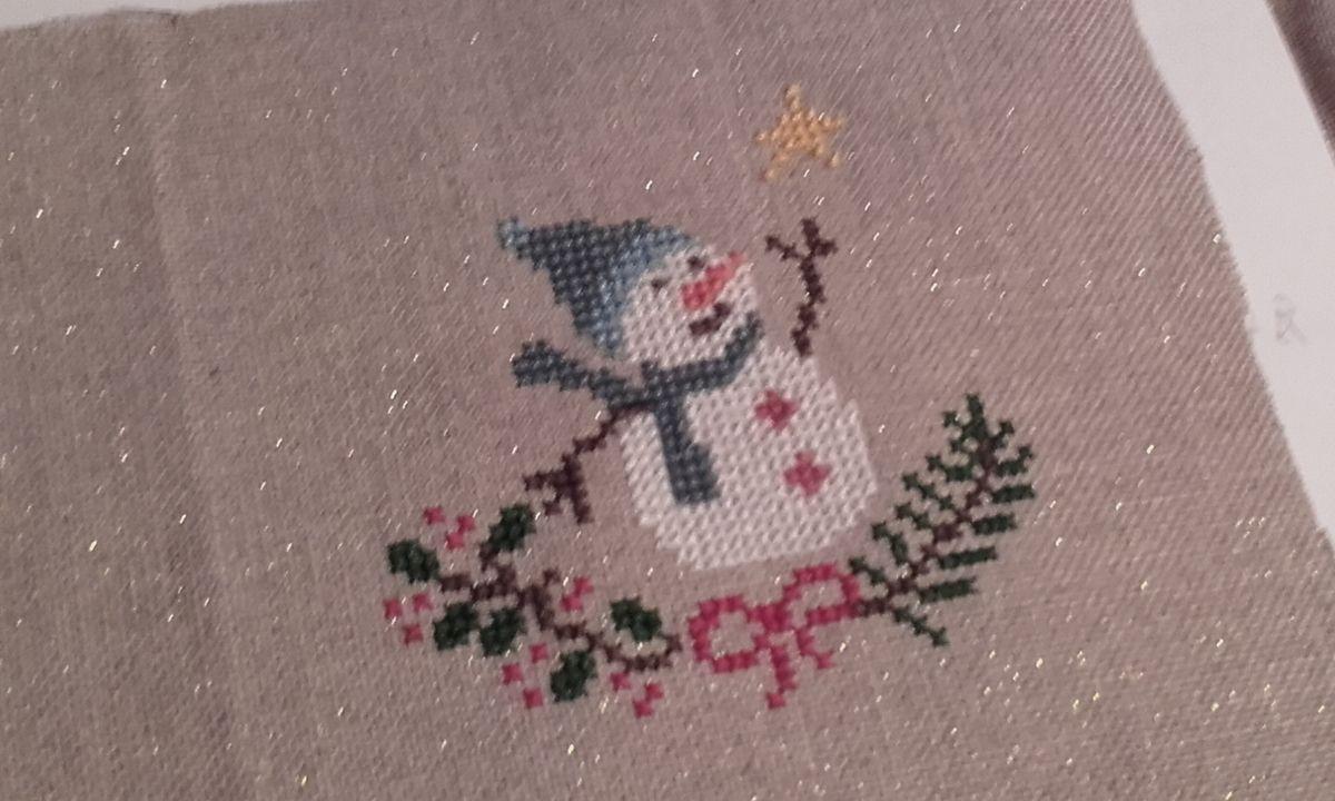 Point de croix : bonhomme de neige à paillettes
