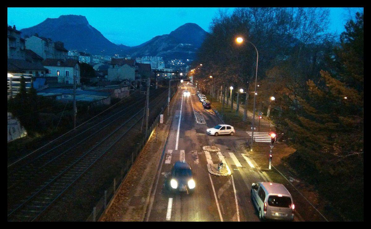 Avenue Général Mangin :entre la voie ferrée Grenoble -  Veynes et l'entrée du lotissement
