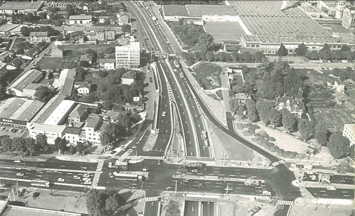 Vue aérienne du carrefour du Rondeau  -dessous la rocade sud ( A gauche : Echirolles / A droite Grenoble -Quartier du Rondeau)