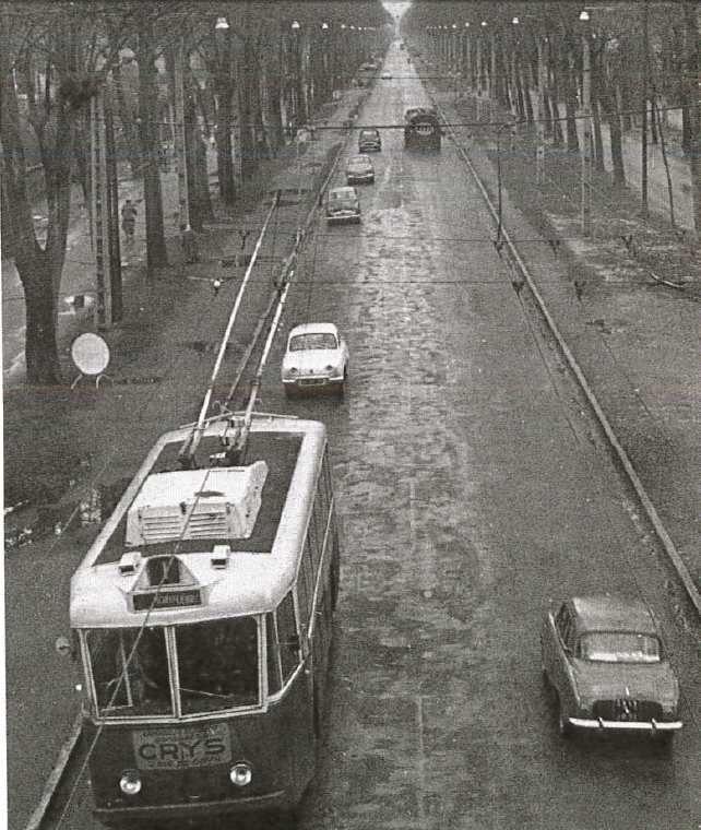Cours Jean Jaurès (années 50). Ligne 1 du Rondeau au centre de Grenoble par le cours Jean Jaurès