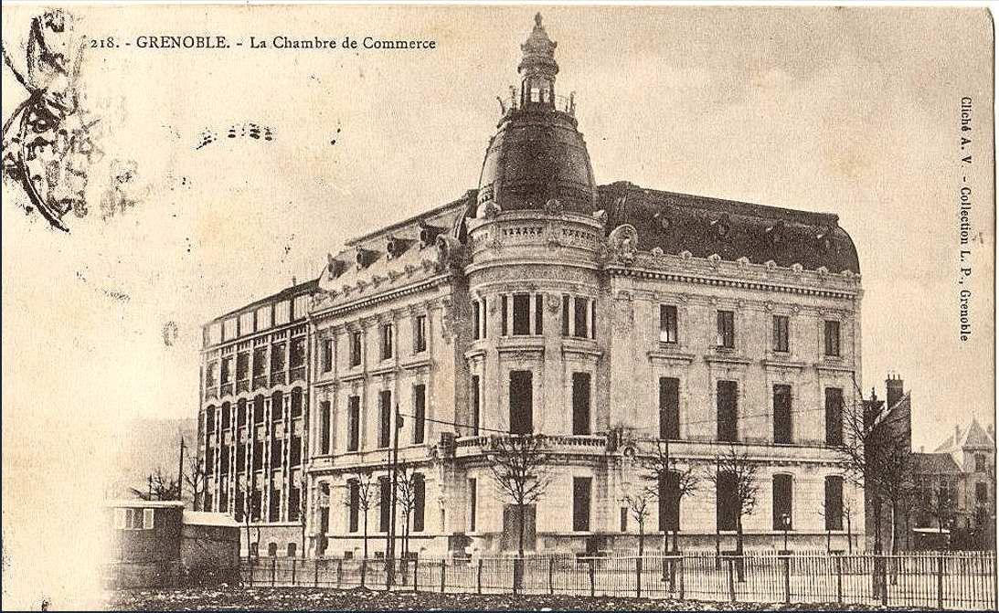 Ancienne chambre de commerce ( avec sa coupole)