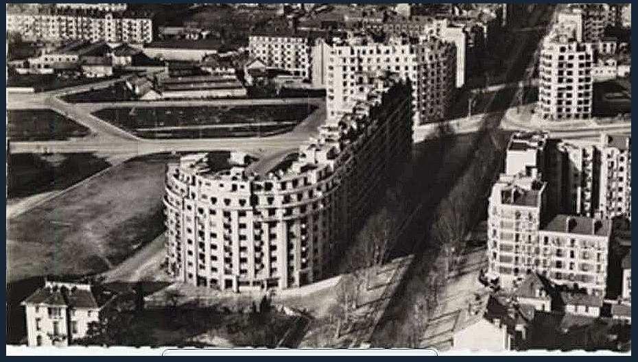 Limite Quartier des Eaux-Claires (à gauche sur la photo) et les grands Boulevards ( photo aérienne prise dans l'axe Sud-Nord du cours de la Libération)