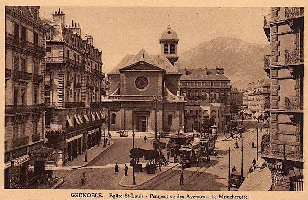 Rue Felix Poulat et Eglise St Louis depuis la place Grenette