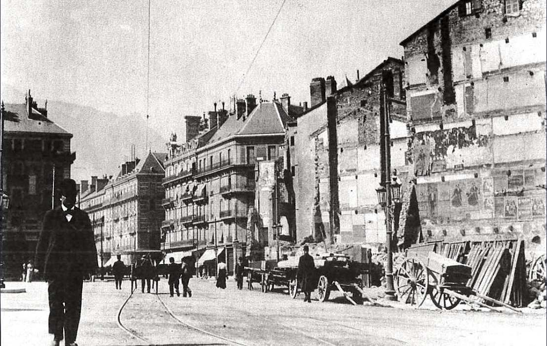 Démolition pour élargir la  rue Félix Poulat