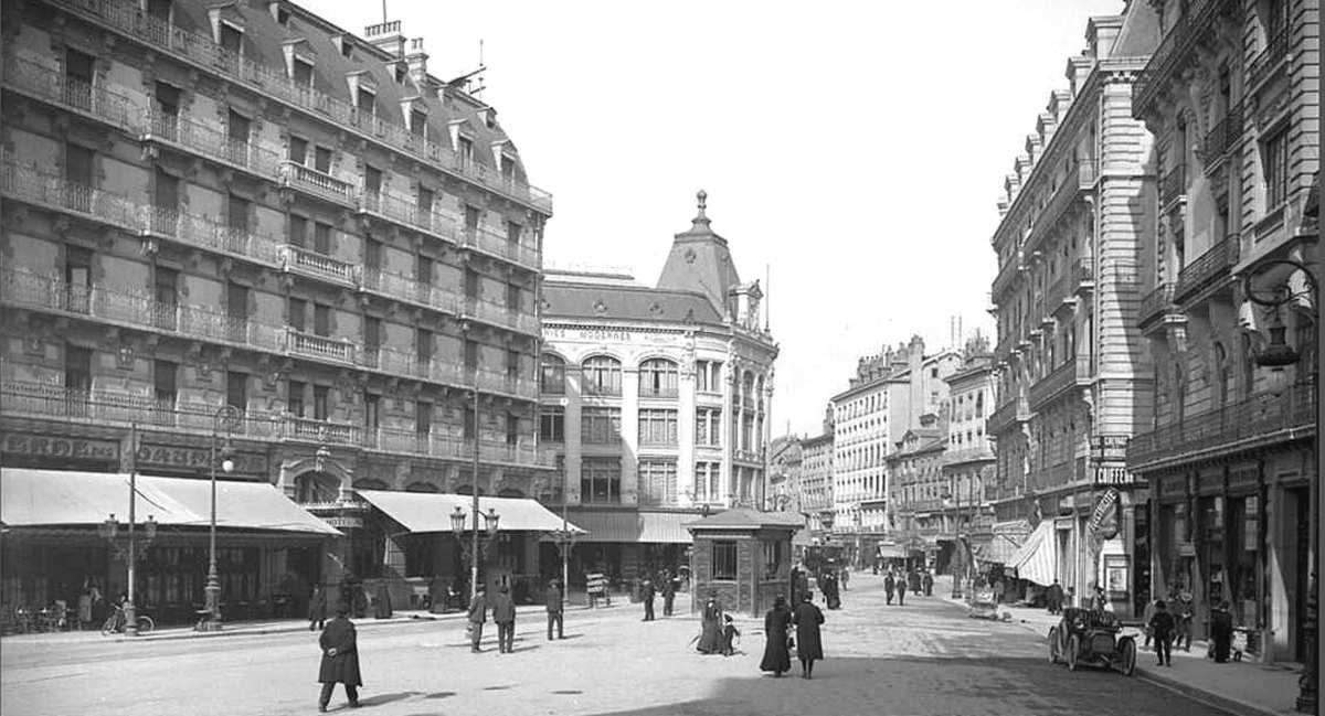 Rue Felix Poulat - après construction du batiment des Galerie Lafayette