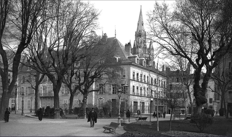 Jardin de ville coté Place de Gorde