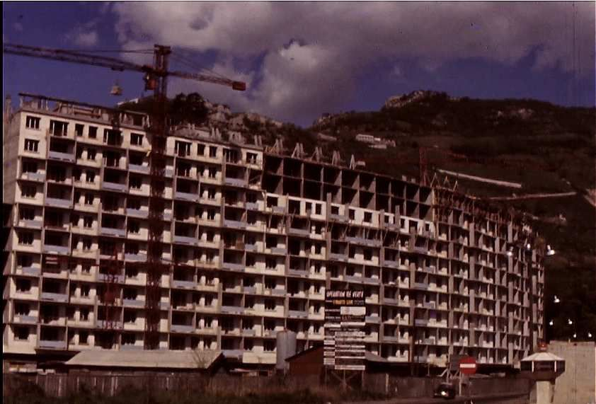 Face aux 3 tours de l'Ile verte, lea construction de l'immeuble  en S en 1964 (photo Jack Lesage)
