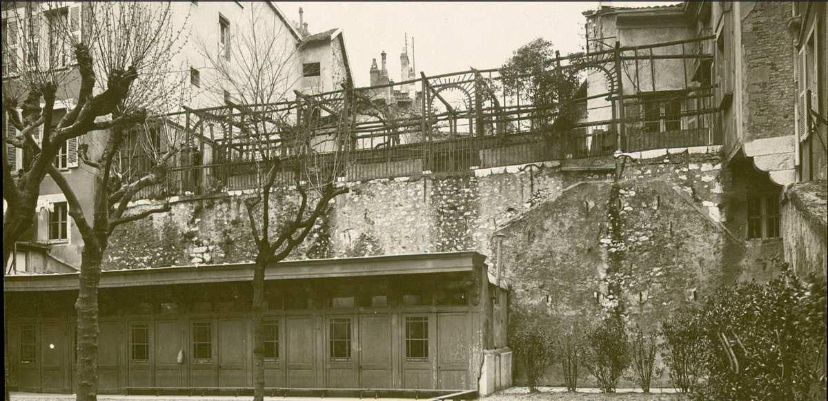 Vestige mur d'encente romain ( jardin de ville)