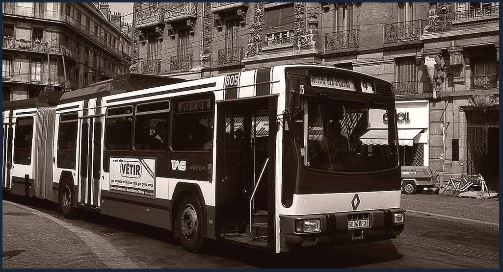 TrolleyBus articulé  ligne 4 en 1984. La ligne était tellement chargé qu'il a fallu  utiliser du XXL pour assurer le service