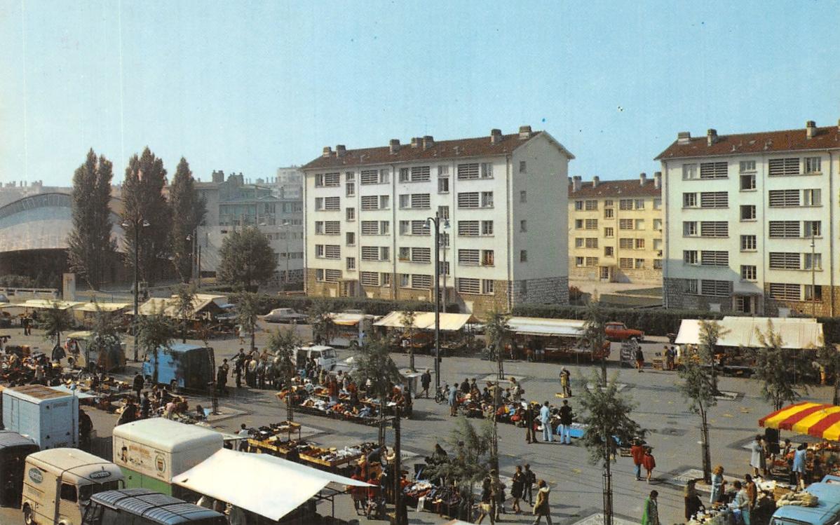 Cité Moyrand vue depuis le marché e l'Abbaye (début années 80)