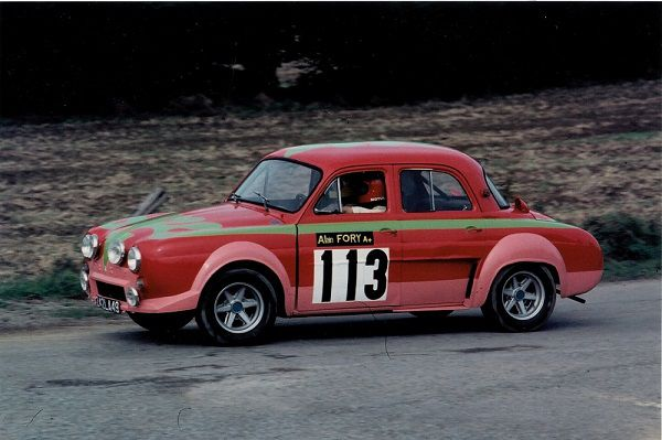 La-Dauphine-du-feuilleton-Pilotes-de-course - 1974 - photo-Thierry-Le Bras