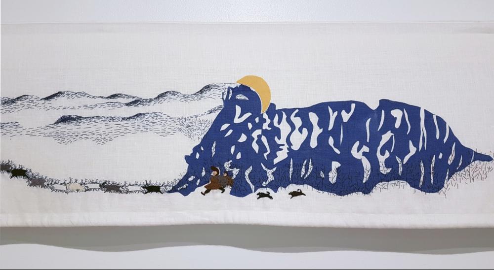 Source : https://digitaltmuseum.no/011042533368/historja-tekstil/.  KORO/Cathrine Wang