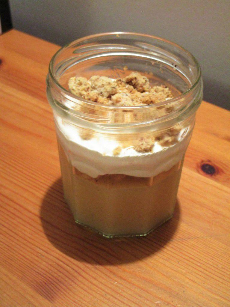 Verrine gelée de poire streusel noisette et sa chantilly vanillée