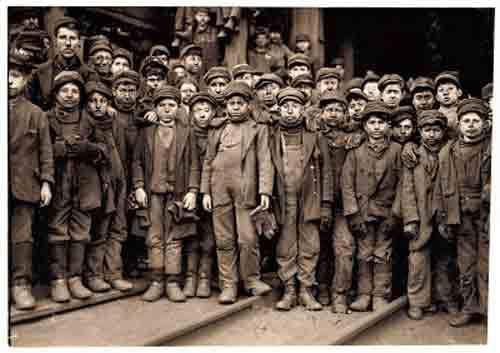 L'invention du Capitalisme : Comment des paysans autosuffisants ont été changés en esclaves salariés pour l'industrie