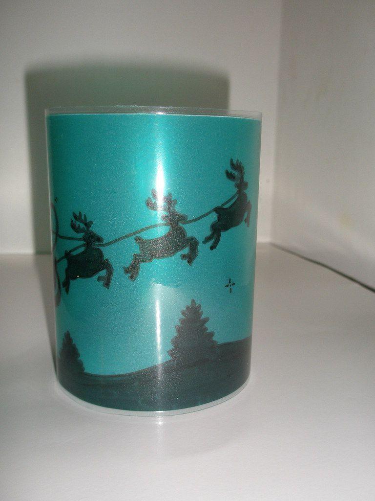 Scènes de Nativité avec Rois mages, traîneau et rennes du père Noël, paysages enneigés avec animaux, chalets et bonhommes de neige, en petit ou grand format.