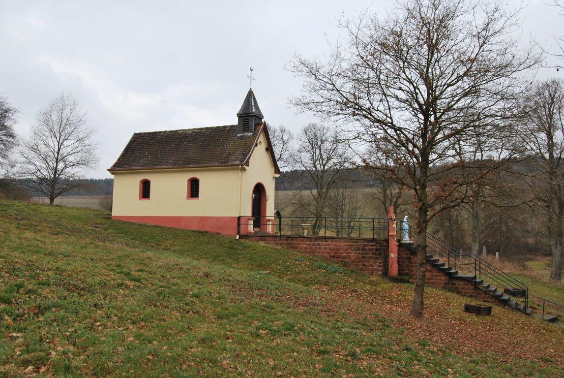 En 1706 fut élevée la chapelle Notre Dame de la Pitié tout près du hameau de Dorst