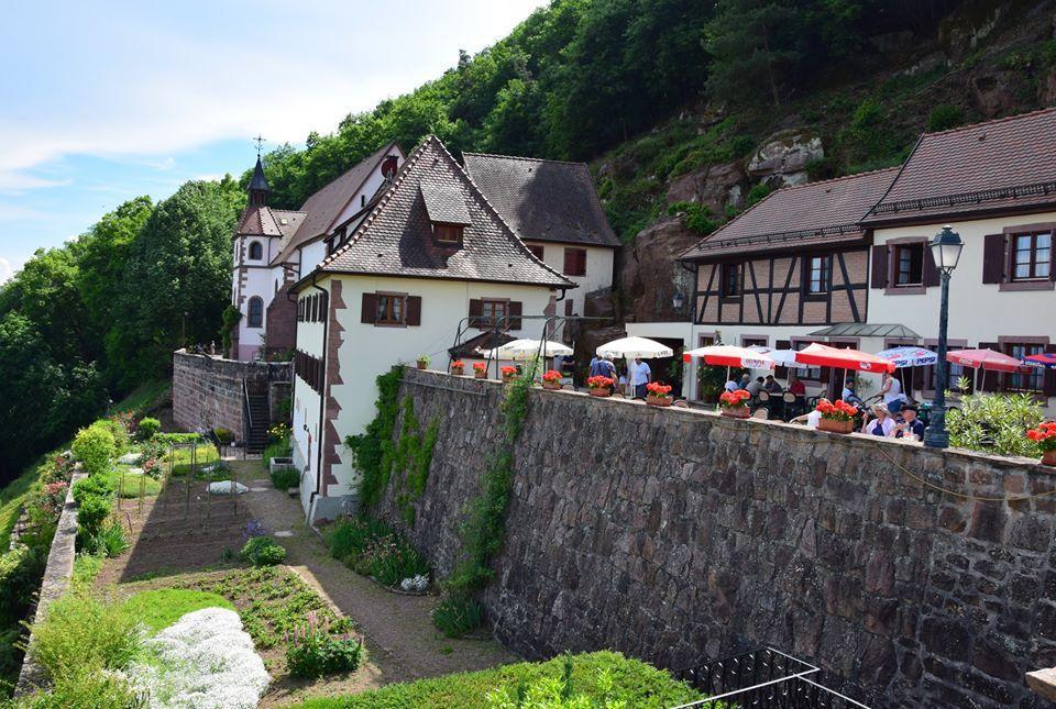 Notre Dame de Schauenberg s'accroche à flanc de montagne