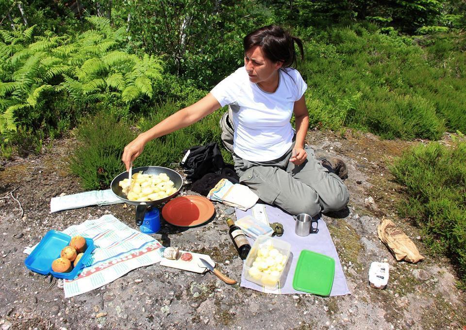 Déjeuner devant la roche des Druides