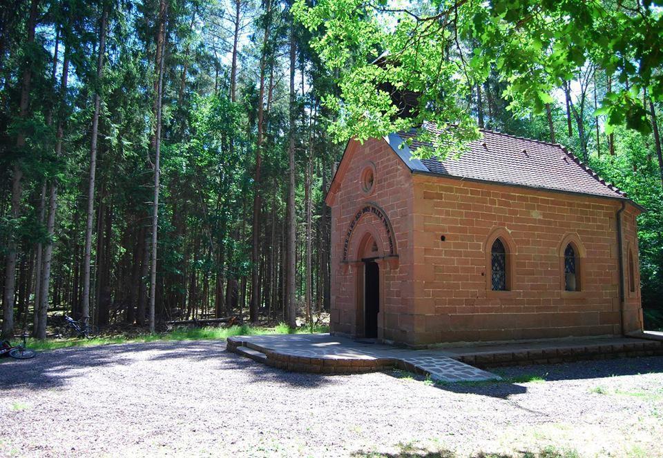 La jolie chapelle Notre Dame des bois