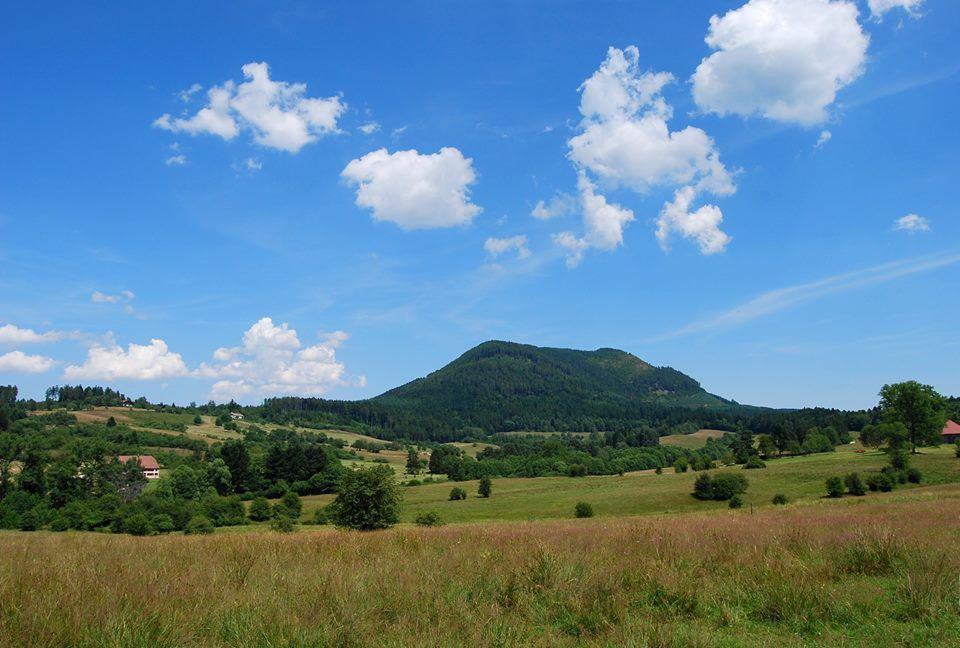 Le Climont ressemble à un volcan Auvergnat ...