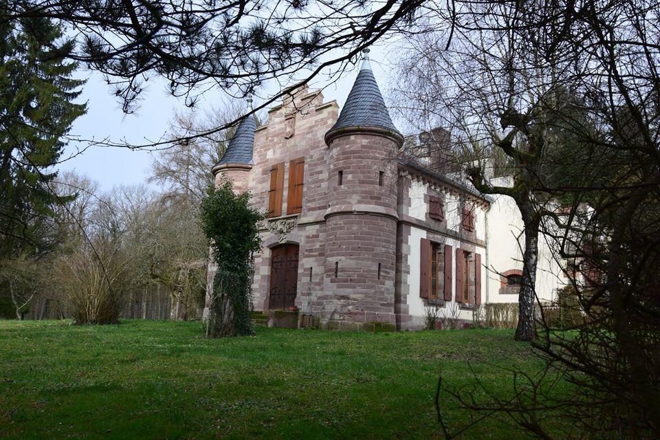 La maison forestière St Hubert est un ancien pavillon de chasse du baron Schmidt. Un arboretum jouxte la MF