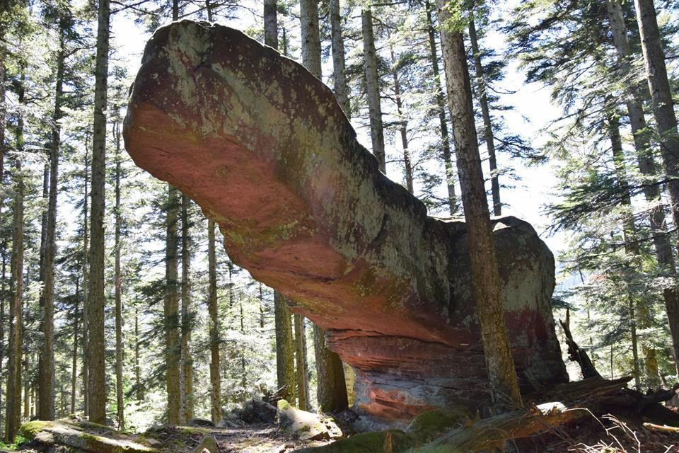 La crête est pleine de rochers aux formes bizarres !