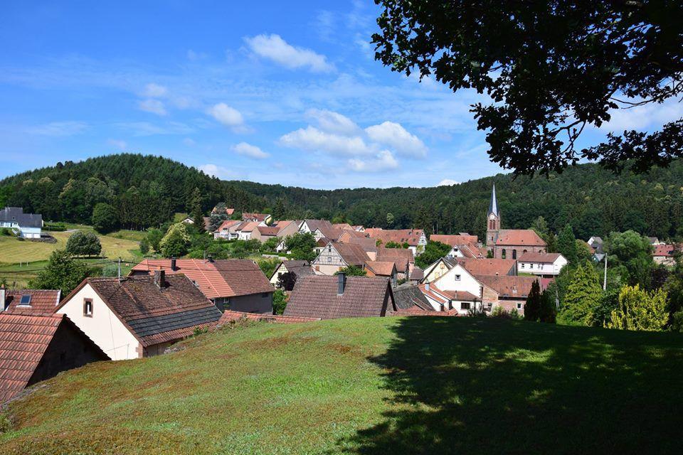 Zittersheim est situé dans le pays de Hanau, pas très loin de La Petite Pierre