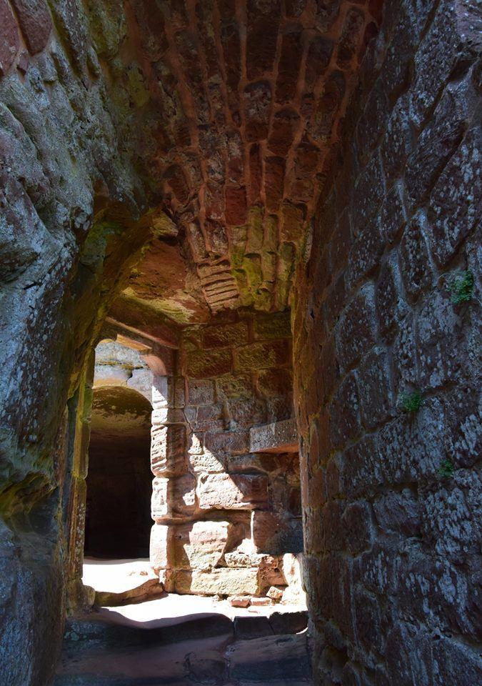 Passages secrets, escaliers voûtés et épaisses murailles symbolisent le Fleckenstein