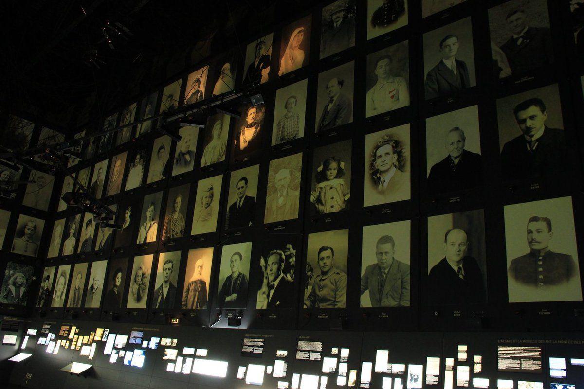 La salle des portraits au mémorial de Schirmeck