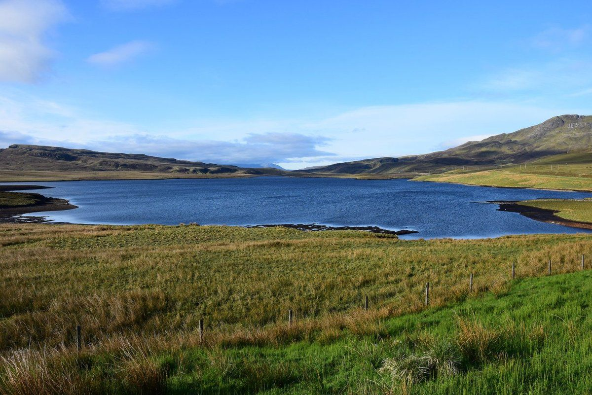Le loch Leathan au pied du Old Man of Storr