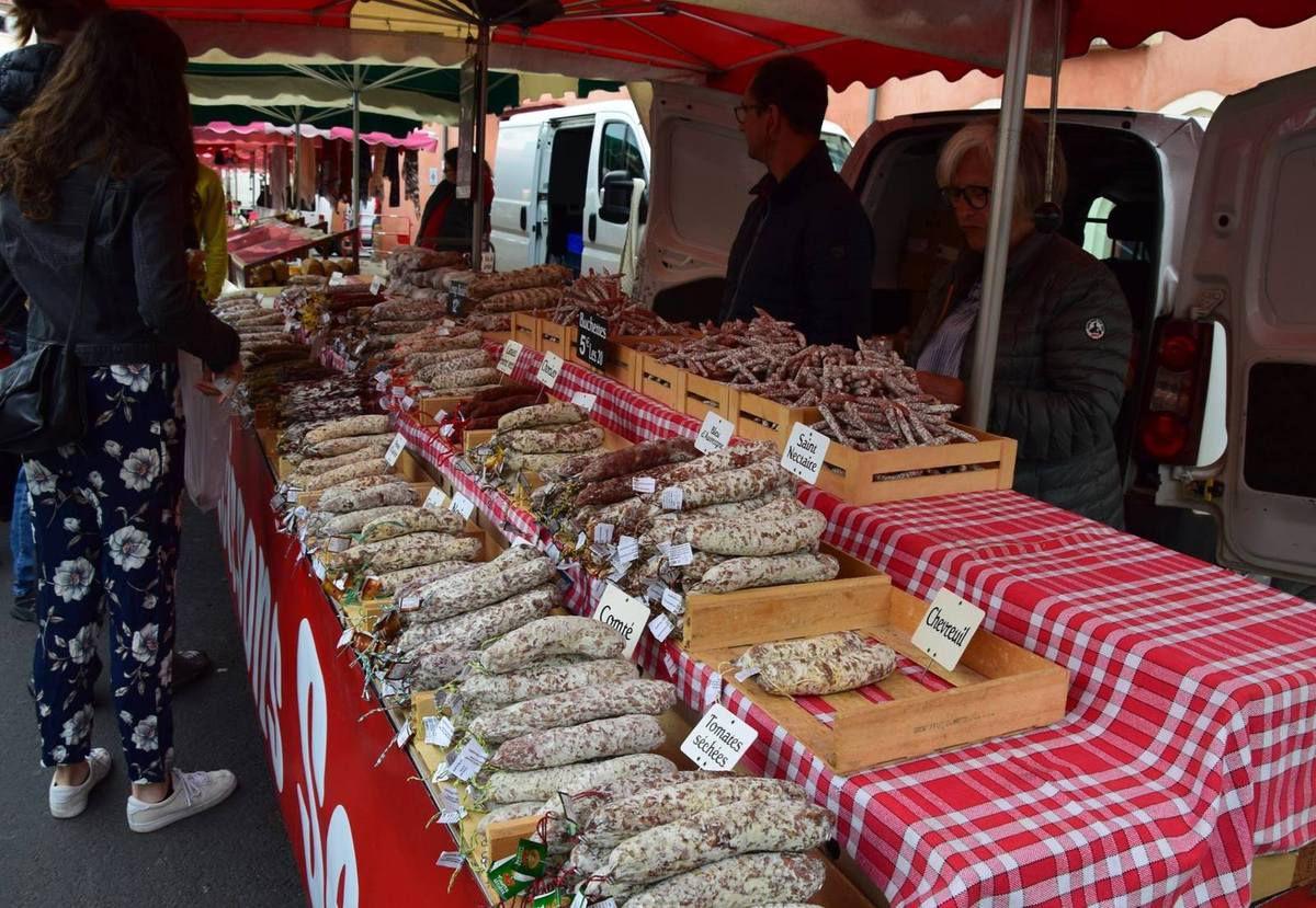 Charcuteries fines au marché d'Issoire